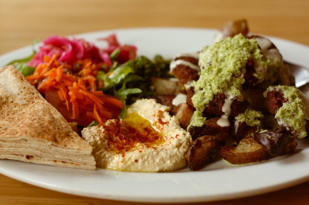 vegan-falafel-plate-jennifer-sweetonveg