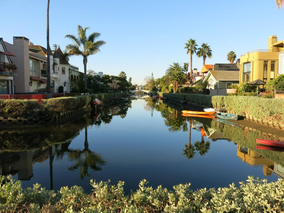 los-angeles-venice-canals-larevuey-1