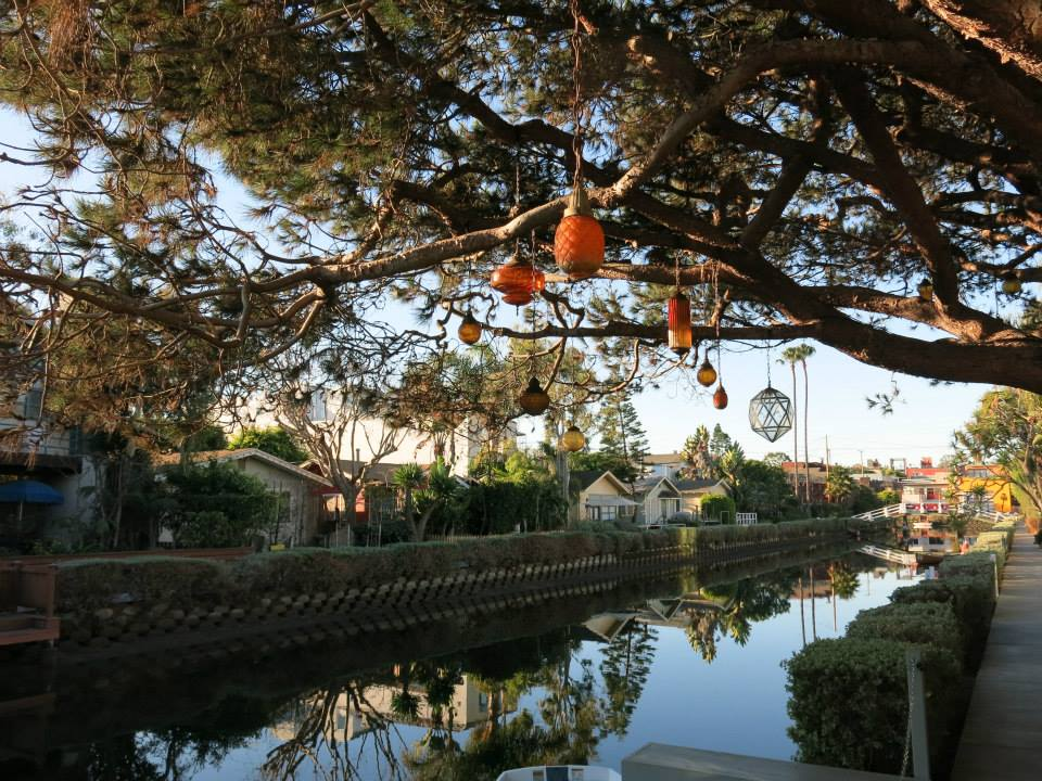 los-angeles-venice-canals-larevuey-2