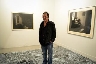 "Oscar Muñoz et son oeuvre ""Calidoscope"" (Photographie: Museo de Antioquia- Flickr)"