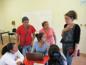 Marion (à droite) est à Chiapas pour la formation de jeunes à l'entreprenariat solidaire.