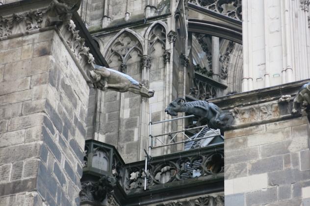 Cologne-larevuey1