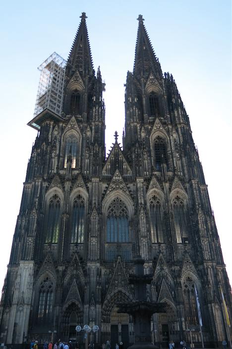 Cologne-larevuey2