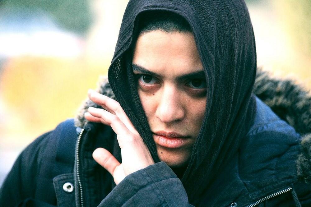 Eddie (Shayesteh Irani ) veut fuit Téhéran pour vivre  une vie d'homme en Europe