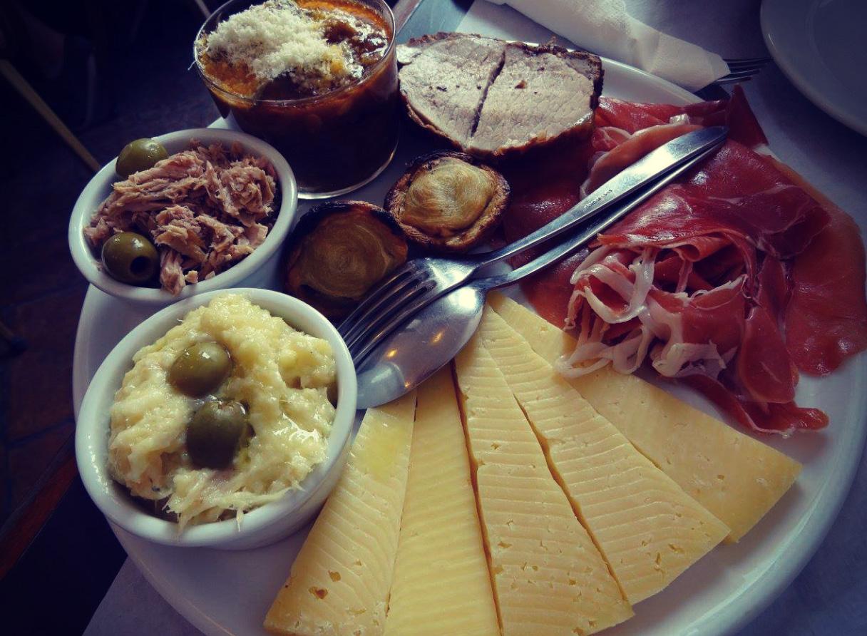 Des tapas délicieuses au Café Pit. (Crédits : Claire Emery)