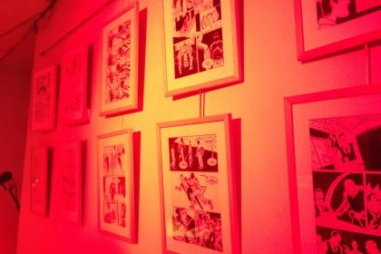 Exposition chez Scutella Editions , jeux de lumière rouge