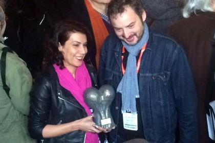 Nadia Khiari, avec Yan Lindingre et son Prix Couilles au cul