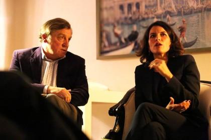 Marinella Orioni et Pierre-Pascal Bruneau pendant une soirée littéraire. Crédits : Le Temps Retrouvé.