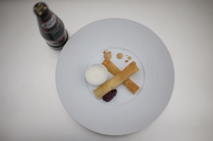 Vacherin du Mont d'Or croustillant, chutney de poires épicé, confit d'oignons doux et émulsion vin jaune