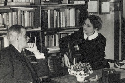 Sylvia Beach et James Joyce chez Shakespeare and Company rue de l'Odéon