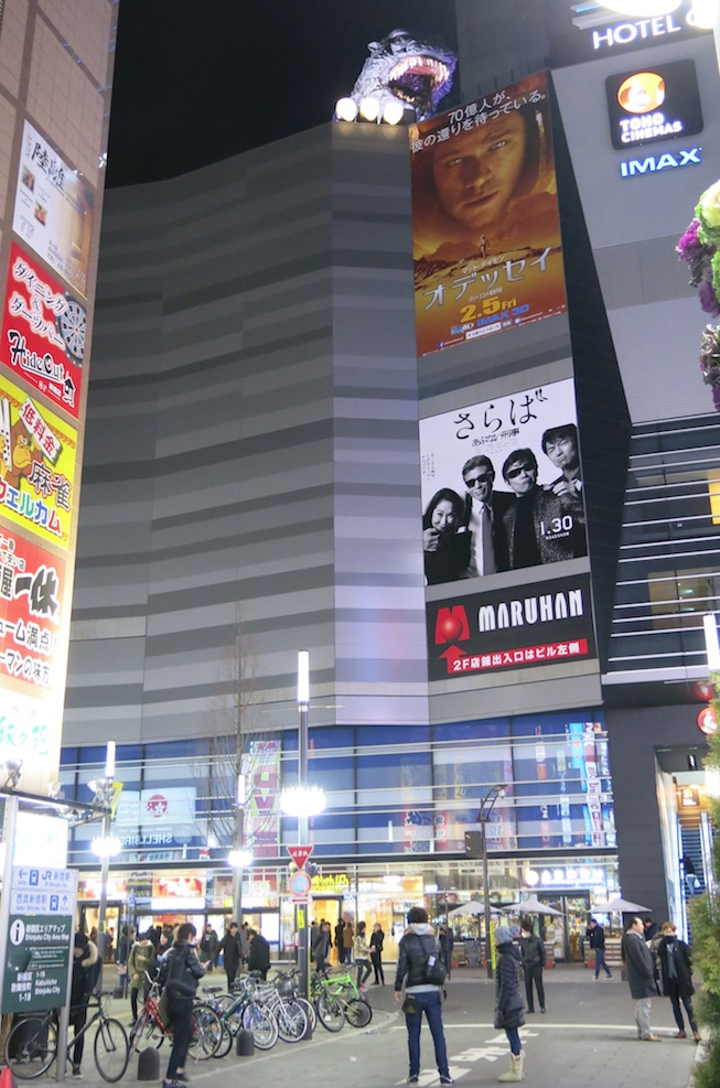 Tokyo-shinjuku-larevuey-4