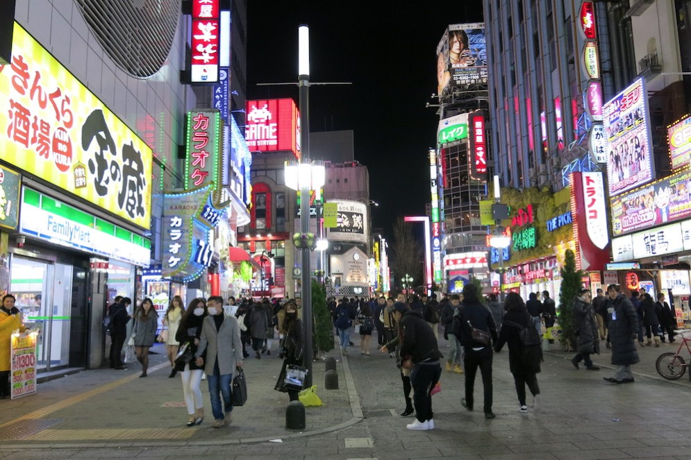 Tokyo-shinjuku-larevuey-5
