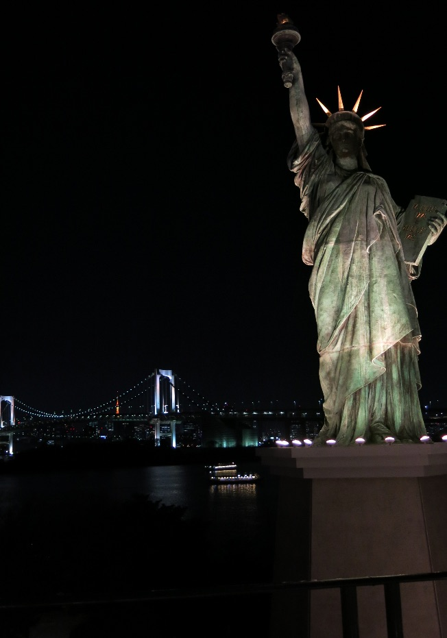 Tokyo-odaiba-rainbow-bridge-larevuey-2
