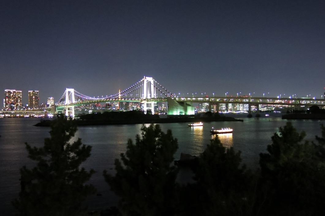 tokyo-obaiba-rainbow-bridge-larevuey