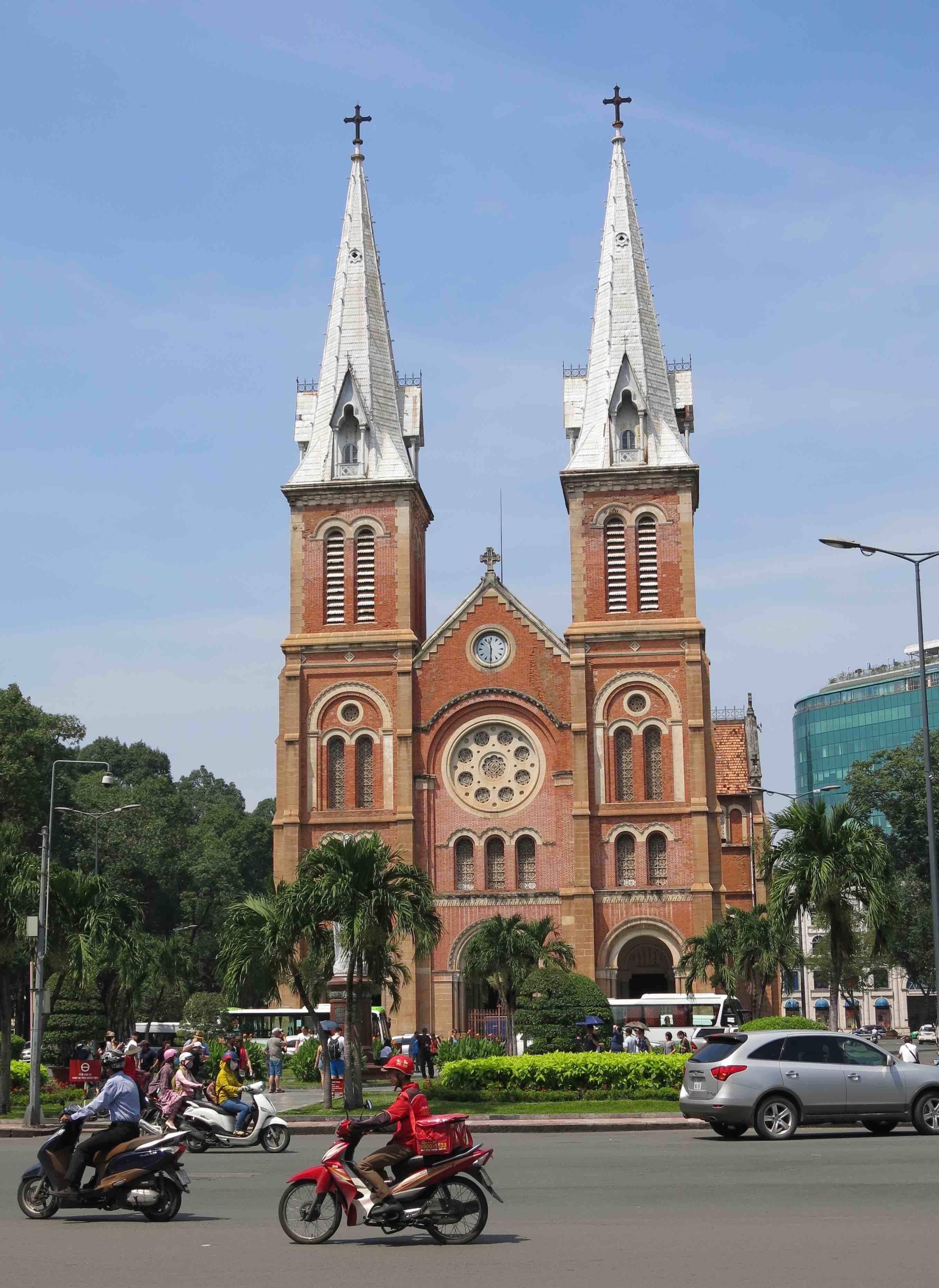 Ho-Chi-Minh-Ville LA REVUE Y