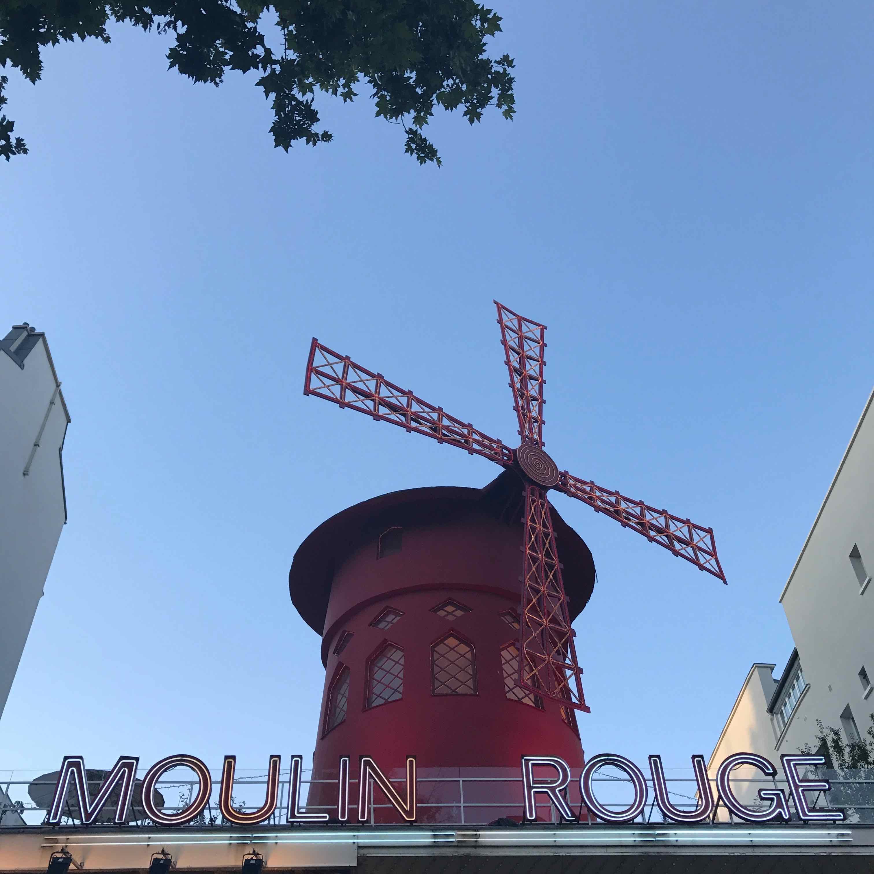 machine-moulin-rouge-rooftop-la-revue-y-1