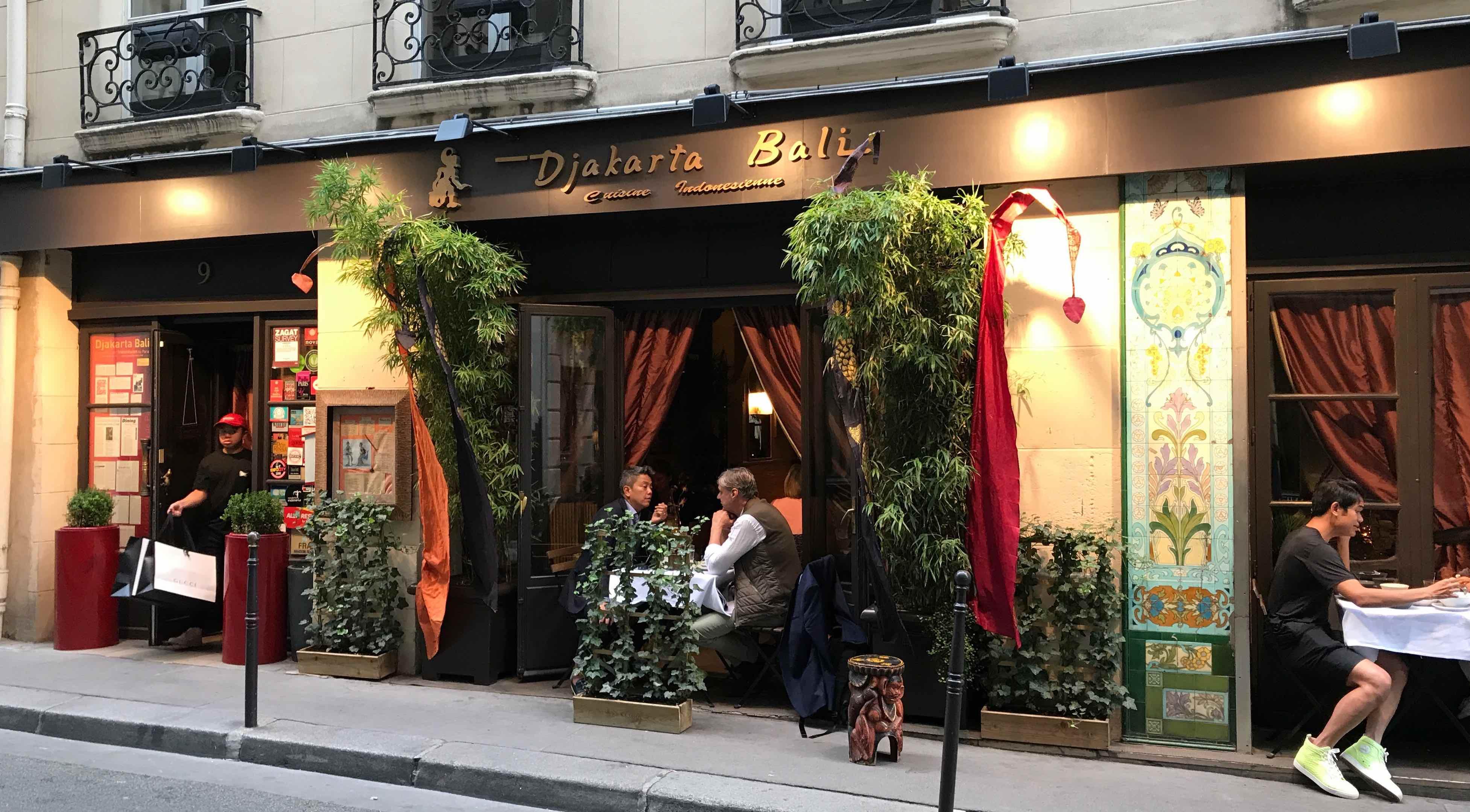 djakarta-bali-paris-la-revue-y-0